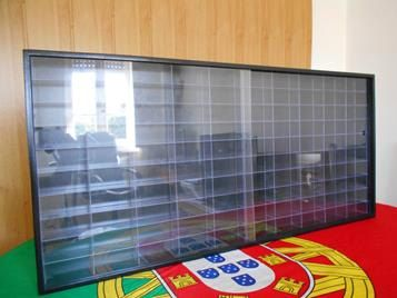 Wall display case / Showcase / Vitrine / Vetrina to 1:64 scale fo Hot wheels, matchbox 100 compartiments