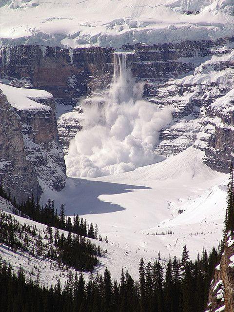 Avalanche, Lake Louise, Canada*-*.