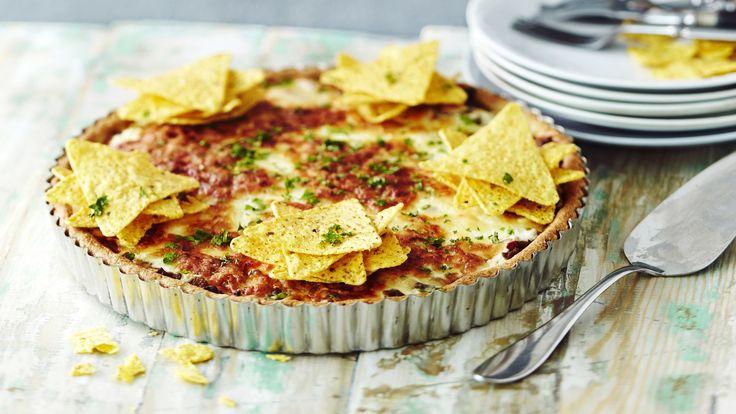Helppo tacopiirakka on mausteinen jauhelihapiirakka. Se sopii vaikka juhlistamaan perjantai-iltaa.