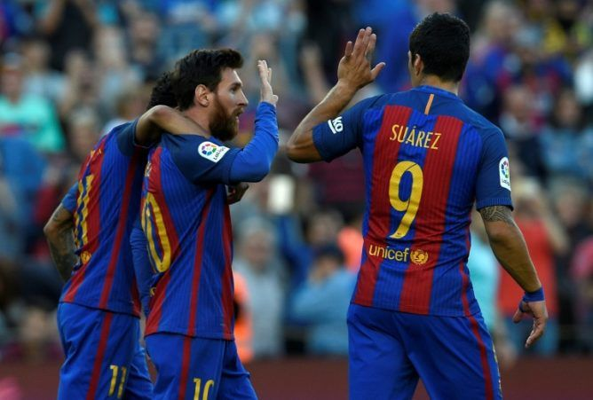 Messi, Suarez & Neymar strikes to keep Barcelona title defend alive