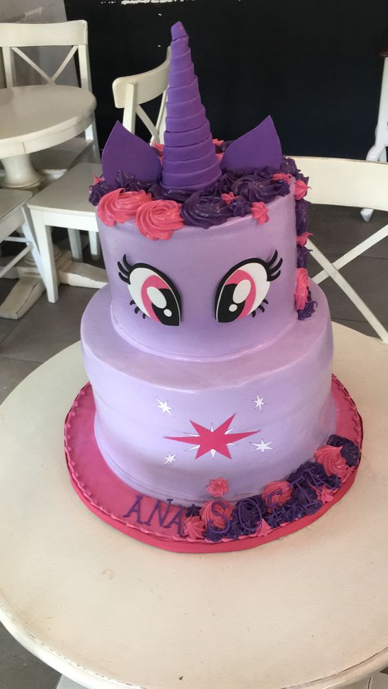 Birthday cake Twilight Sparkle My Little Pony I'm not opposed to this but I want her name on the cake and more stars on the bottom.