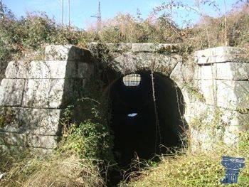 Calzada romana de Galapagar Calzada romana de Galapagar formaba parte de la Vía Antonia, que unía las ciudades de Mérida y Zaragoza. Construida entre los años 213 y 217 d. C en época de Caracalla