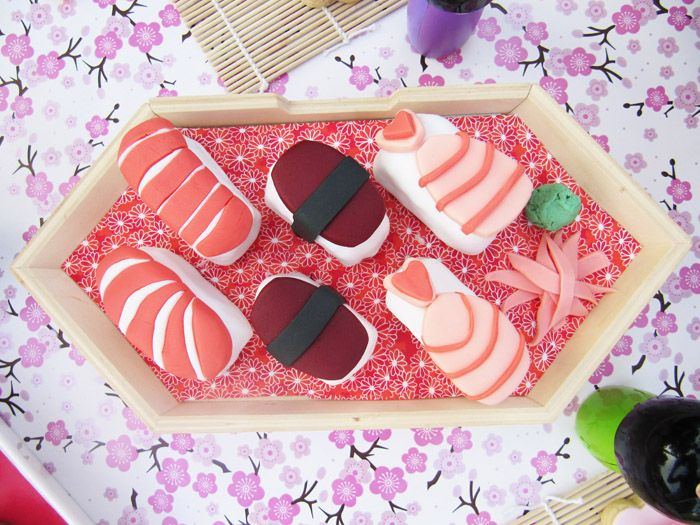 Sushimi mini-cakes....lol i need to make these for my sushi loving cousin for her birthday