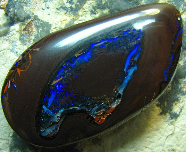 BOULDER YOWAH OPAL APPEALING NATURAL STONE 70.50 CTS A8108