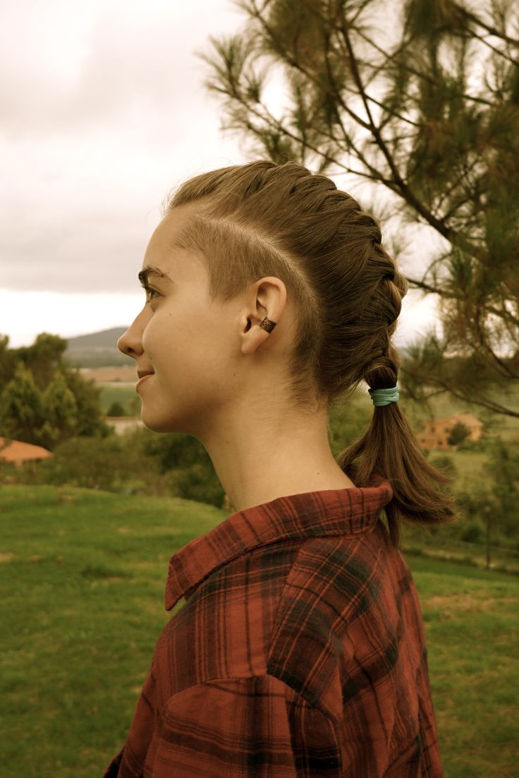 women's hair, sidecut, undercut, shaved head, sides, woman long hair