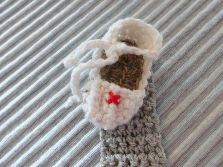 Un mini Zapato  para un colgador de chupete