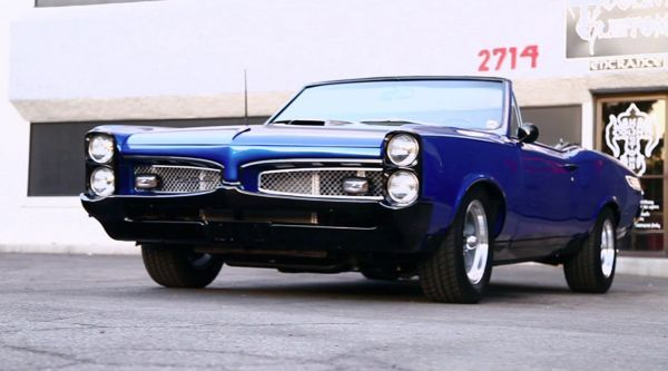 I love watching this show! Stunning Blue! Count the Cars at Count's Kustoms Las Vegas - Counting Cars on the History Channel..