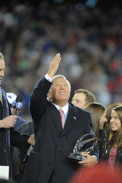 Kraft saluting his late wife after the win <3