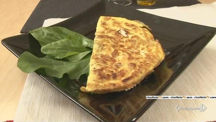 La ricetta delle omelette noci, erbette e ricotta proposta da Tessa Gelisio nella puntata di oggi di Cotto e mangiato.