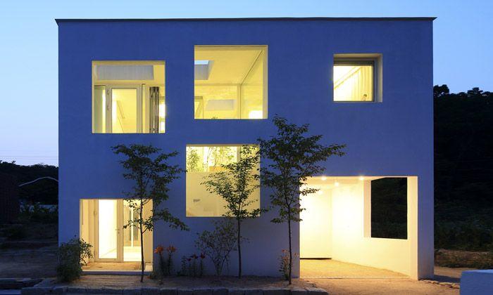 Minimalistický dům 9×9 experimentuje s interiérem