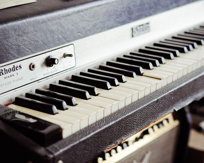 CLASSIC FENDER RHODES | Guitars and Musical equipment...my old Yamaha keyboard broke so this would be really Awesome to have
