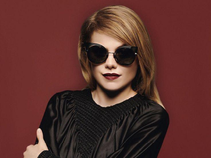 Béatrice Martin alias Coeur de Pirate est égérie de la nouvelle collection de lunettes Fendi.