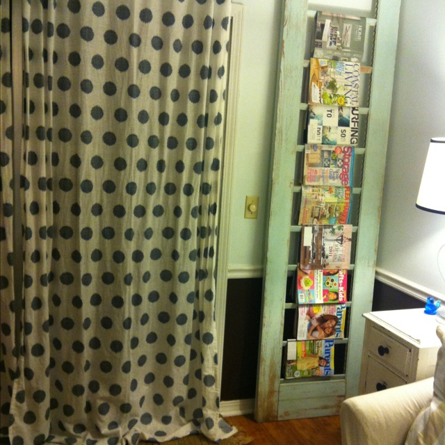 An old closet door I turned into a magazine rack....can also be used to hang table clothes.Tables Clothing, Crafts Ideas, Closet Doors, Old Closets Doors, Magazines Rackcan, Crafts Diy, Hanging Tables, Magazines Racks Cans