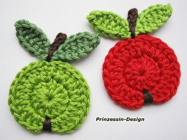 Crocheted apples. These would look so cute sewn onto a white onesie.
