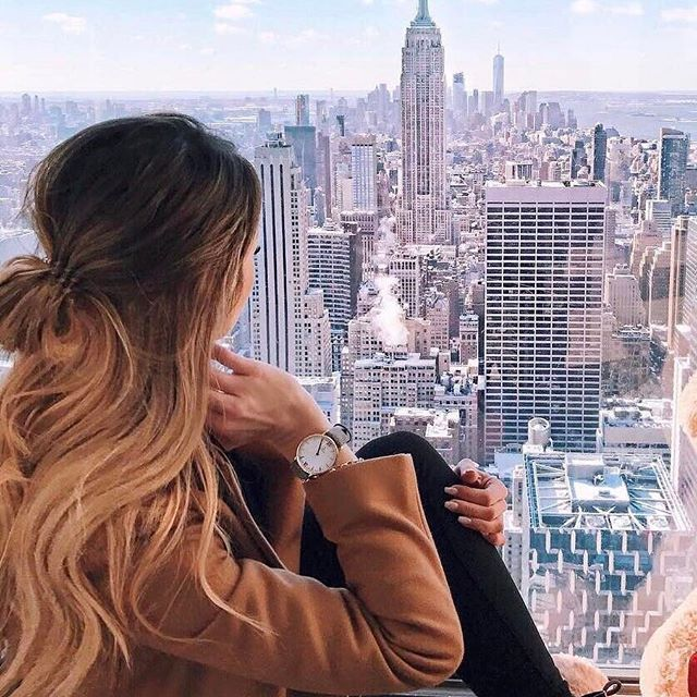 @caro_e_ enjoying her view over the concrete jungle of New York City | kapten-son.com