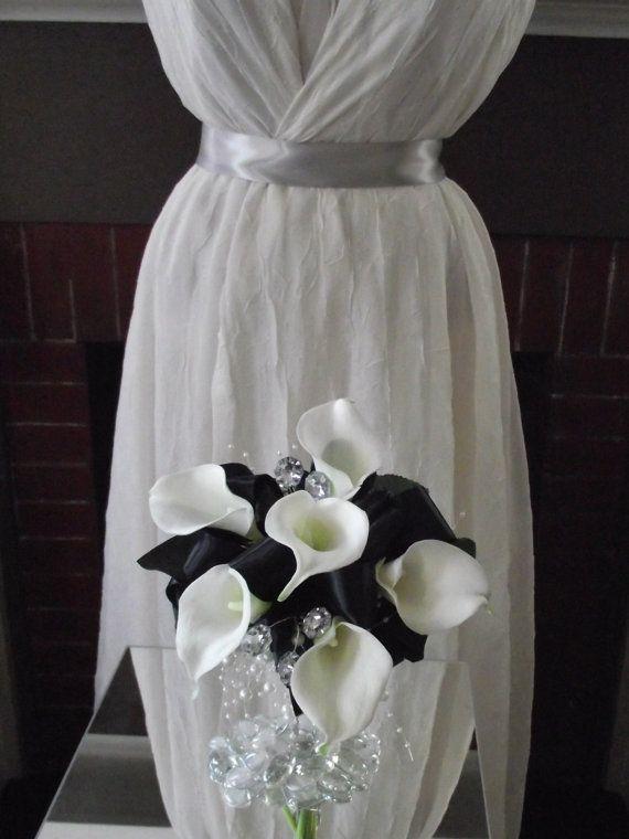 Etsy su https://www.etsy.com/it/listing/126832112/bouquet-da-sposa-bianco-e-nero-avorio
