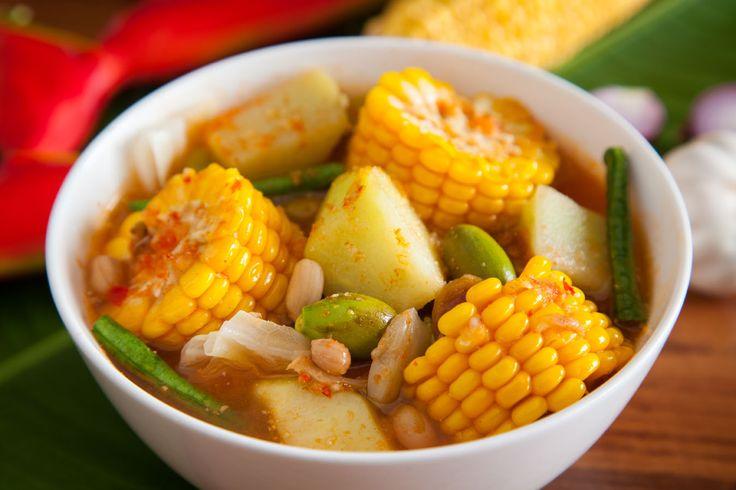 Sayur Asem, zuppa di verdure indonesiana.