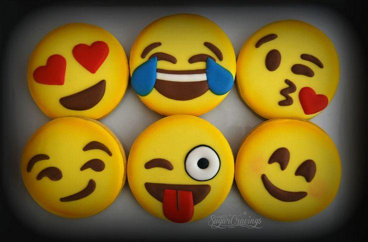 Large emoji face cookie favors