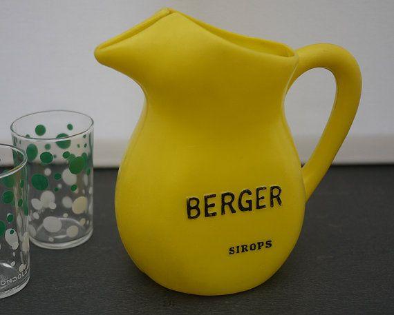 Vintage Pichet à eau en plastique Berger par LaMachineaBrocantes