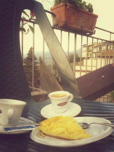 Caffè e cheesecake a Fiesole, Firenze.