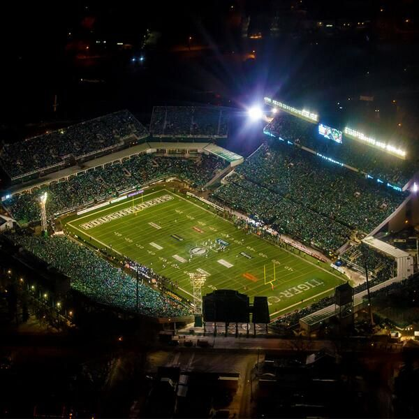 REGINA | November 24, 2013 | Aerial view of Mosaic Stadium for the Grey Cup Game between the Saskatchewan Roughriders and the Hamilton Tiger Cats | CFL Official Feed | pic.twitter.com/WvPkZf5gB2
