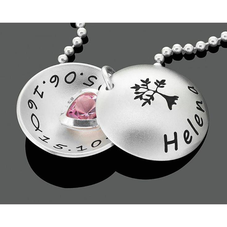Eine wunderschöne Designer Taufkette aus 925 Sterling Silber mit Gravur. Die Kette wird nach Ihren Wünschen personalisiert. In der Mitte hängt ein Kristall in rosa oder blau.Diese exklusive GALWANI Taufkette wird komplett aus 925 Sterling Silber für Sie hergestellt und ist ein besonderes Taufgeschenk.