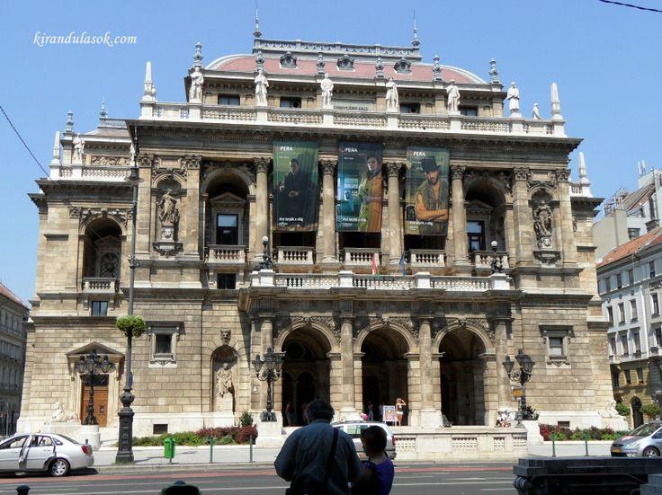 Az Opera épülete. Neoreneszánsz stílusban épült. Tervezte Ybl Miklós. Hungary