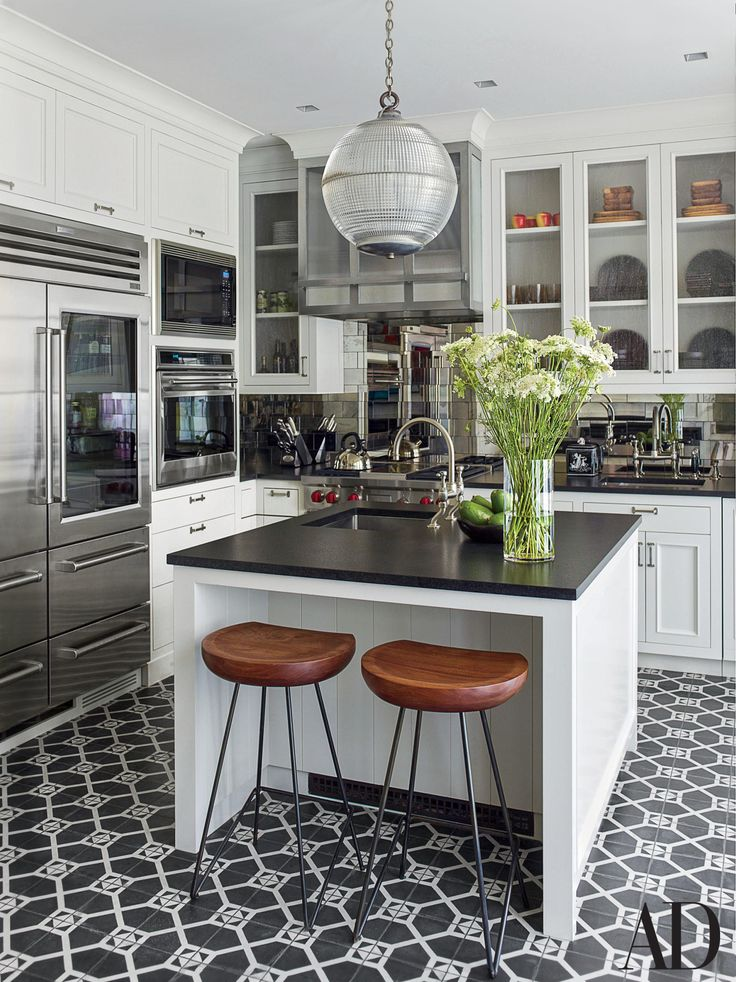 Love this gorgeous black-and-white kitchen? We show you how to get the look—from top to bottom. | archdigest.com