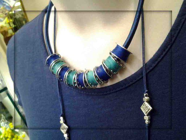 """nuovi arrivi Blu classico e deciso per un'eleganza sopra le righe, perfetto per un total look. collana rocchetti di filo """"made in To"""" collana lunga pepite abito in cotone"""