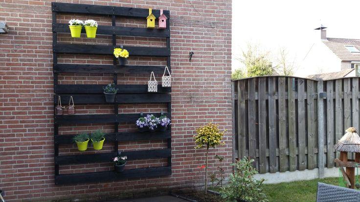 Leuke decoratie voor kale muur in de tuin