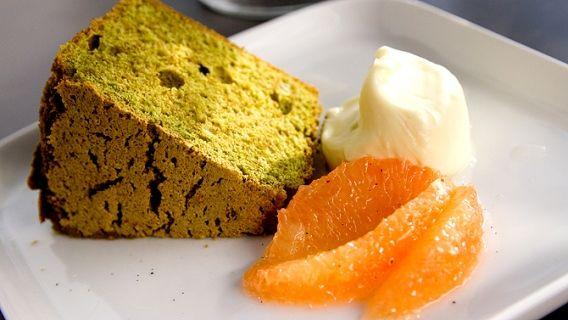 Gâteau chiffon au thé vert, chantilly au chocolat blanc et salade de pamplemousse de Patrice Demers