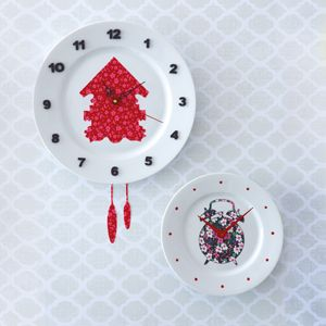 Plate clock... maybe with a plastic plate?