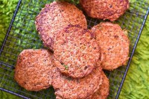 De här bönbiffarna är saftiga, goda och larvigt beroendeframkallande. Dessutom är de vegetariska, glutenfria och gi-vänliga.