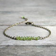 Bracelet pierres fines, perles baroques de Péridot sur chaîne couleur  bronze , Bijoux pierres naturelles , Bracelet pierres