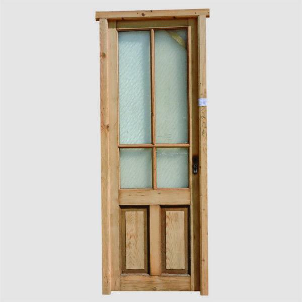 Puerta Cod. 2586 -  Puerta tablero con vidrio interior de madera pino oregon, de dos pulgadas de espesor de hoja. Es mano derecha de abrir. No incluye cerradura ni picaportes.