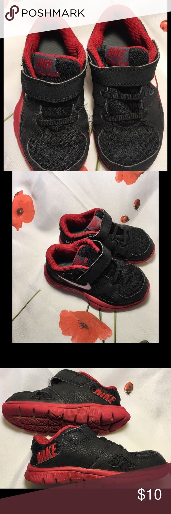 Nike Sneakers red & Black 25% BUNDLES 💙 DISCOUNT Boys Nike tennis shoes Velcro fasteners. These are in wonderful condition. Nike Shoes Sneakers