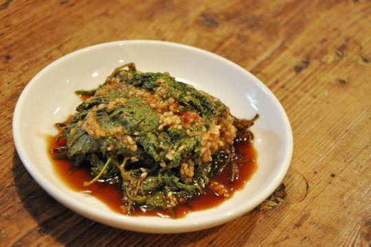 韓国のえごまの葉っぱの醤油漬けを、紫蘇の葉っぱで作ります。漬けだれは、基本的に適当!!です。<紫蘇の葉の醤油漬け~韓国風~>