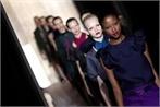 3 ottobre 2011. Modelle nel momento dell'uscita finale della sfilata di Yves Saint Laurent a Parigi  Foto Getty Images