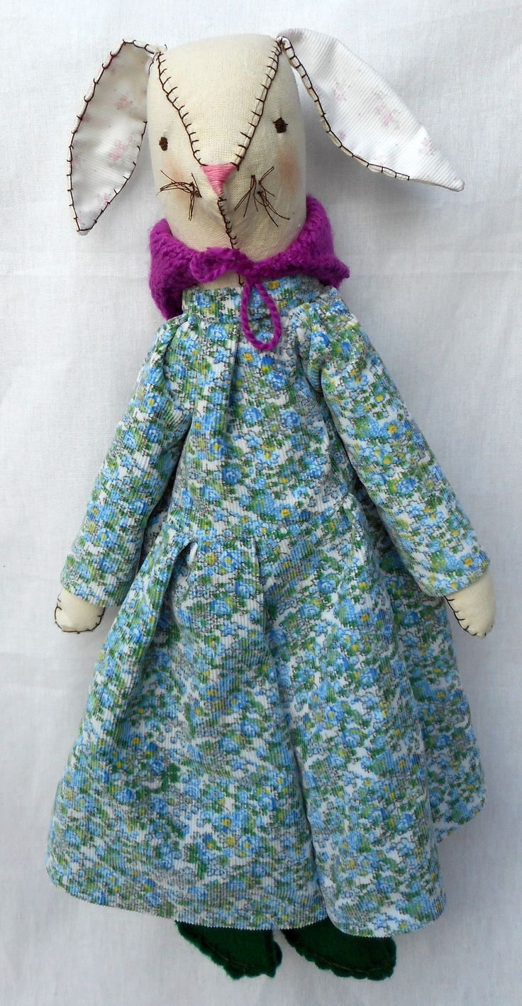 Coneja de tela, rellena con vellon Vestido de corderoy, ponchito de lana y botas de pañolenci.  60 cm. de alto aprox. $ 320.-