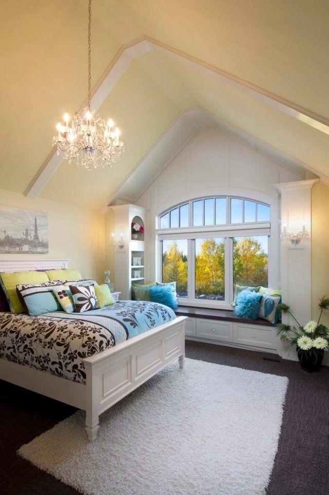 schlafzimmer dachboden wandfarbe pastellgelb sitzbank