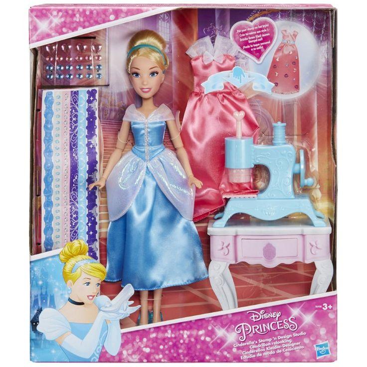 Naai Studio Princess: Assepoester  Assepoester is klaar voor een koninklijke make-over en jouw kleine prinses kan nu zelf de mooiste outfits voor haar creÃren met een naaimachine-stempel stickers en edelstenen. Haar jurken worden schitterende meesterwerkjes en dan kunnen de pompoenstempels afgewassen worden zodat je kleine modeontwerper weer nieuwe dingen kan maken! De pop heeft twee jurken en een paar afneembare schoentjes voor nog meer sprookjesachtige modepret!  EUR 50.95  Meer informatie