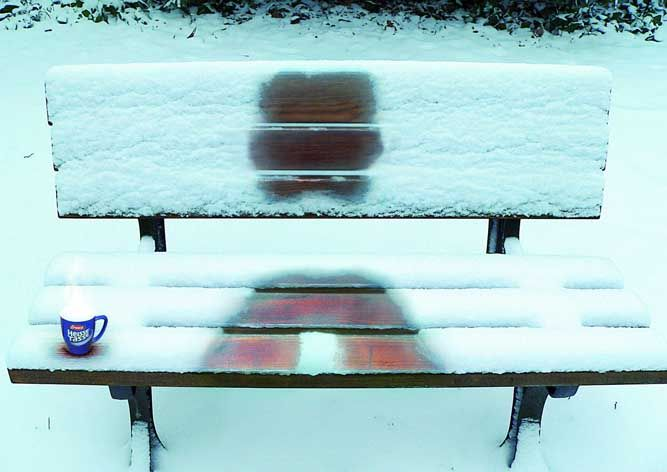 Wonderfully Clever Bench Advertising. The image above is for the foreign branded hot-drink IberascoArt Director, Winter, Cups, Advertis Agency, Parks Benches, Creative Director, Soup, Prints, Medium