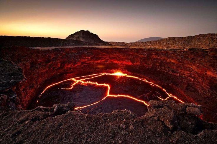 Лавовое озеро вулкана Эрта Але, Эфиопия