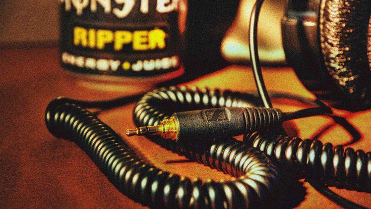 monster ripper zátiší se sluchátkama senny