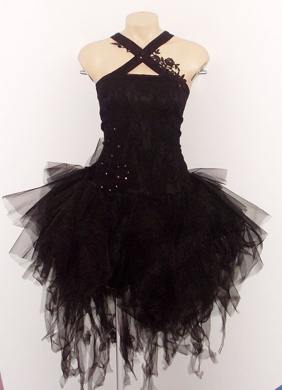 Sooo my Hubby said I could dress like this every day.. Be careful what you wish for ;) This looks awesome! It's like a gothic ballerina <3