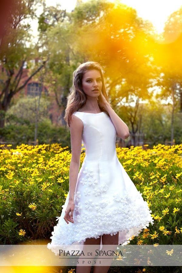 Gli abiti da cerimonia di Maria Coca sono perfetti per essere indossati in primavera. Guardali tutti su http://www.piazzadispagnasposi.it/collezioni/cerimonia-donna/maria-coca/