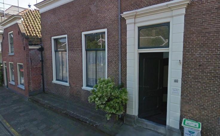 Kerkstraat 60-62 (1786) dit was de oude Bank van Lening (instelling waar men eigendommen kon verpanden). Prins Frederik Hendrik gaf in 1644 toestemming hiervoor. Het was de enige en daarmee ook oudste Bank van Lening van Katwijk en omstreken. Later is de Bank verhuisd naar Nr.52 waar hij tot het midden 19de eeuw dienst heeft gedaan als Bank van Lening. Op nr. 60-62 was tot begin 2011 een schoenmakerij gevestigd.