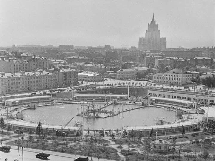 """Бассейн """"Москва"""" 1960г."""