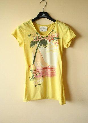 Kup mój przedmiot na #vintedpl http://www.vinted.pl/damska-odziez/koszulki-z-krotkim-rekawem-t-shirty/18772598-letnia-zolta-koszulka-hm-hawajska-hawaii-na-lato-vneck-retro-vintage-tumblr-t-shirt-plazowa