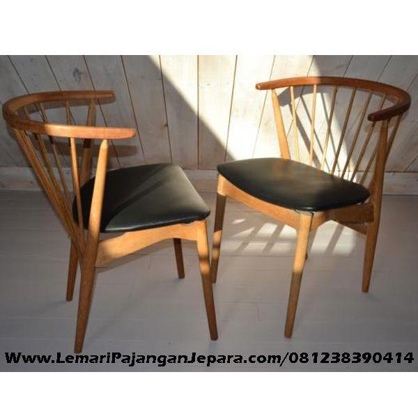 JualKursi Cafe Jati Jok Hitam merupakan furniture Cafe dengan Desain Modern Model Terbaru untuk rumah Cafe anda lebih menarik dan Jok Hitam Busa yang Empuk dan nyaman